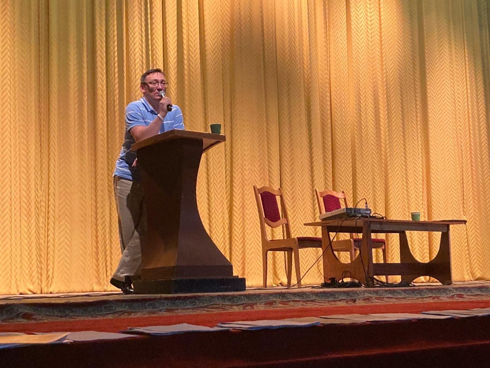 Сергею Смирнову предоставили вступительное слово на встрече. Фото: Ирина КОМИК