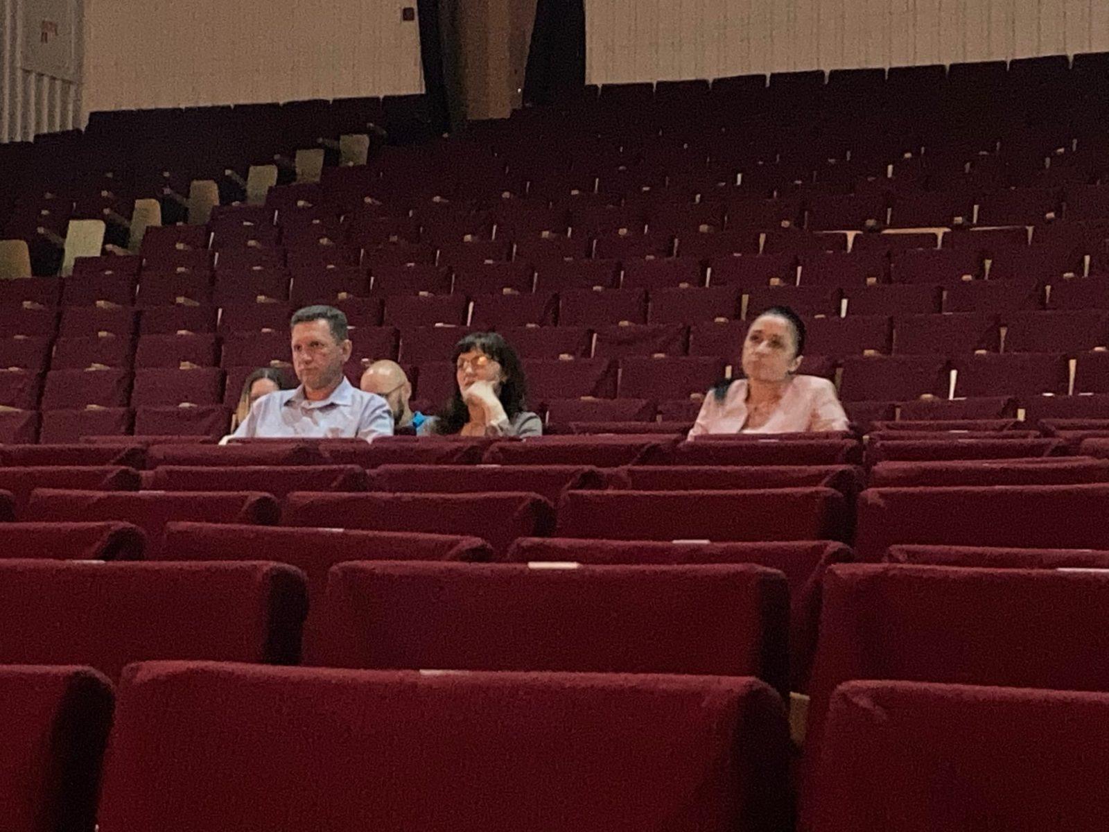 Представители Барановичского горисполкома также присутствовали на встрече с избирателями. Фото: Ирина КОМИК
