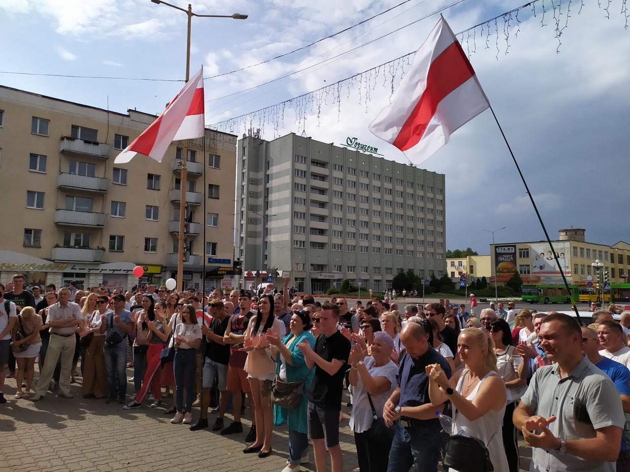Митинг на площади Ленина в Барановичах, 18 августа. Фото: Александра РАЗИНА