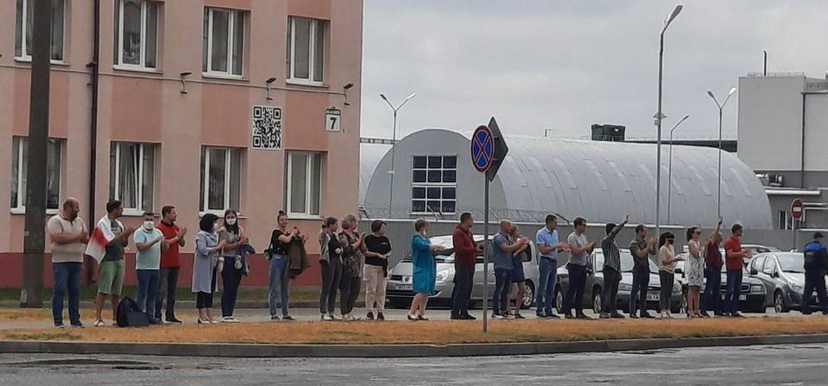 Работники авиазавода в Барановичах написали обращение в горисполком. Они требуют честных выборов