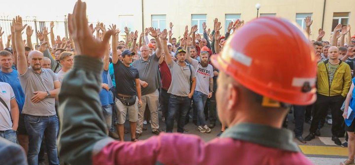 «Наши зарплаты — это пули ОМОНа». Рабочие «Беларуськалия» объявили забастовку и формируют стачкомы