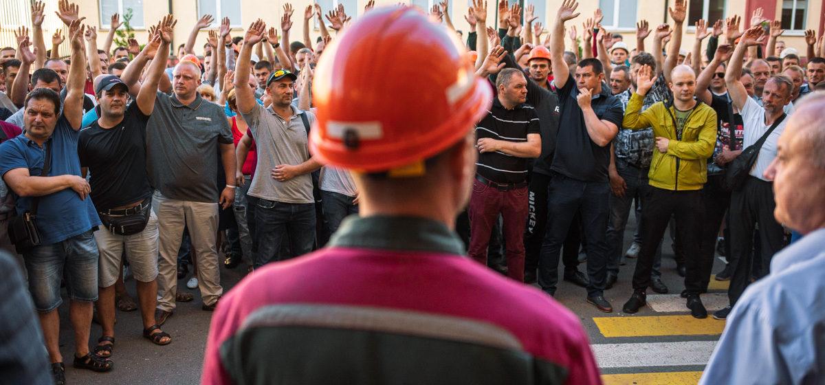 Работников заводов пугают увольнениями и «уголовкой» из-за забастовок. Поясняем, как на самом деле