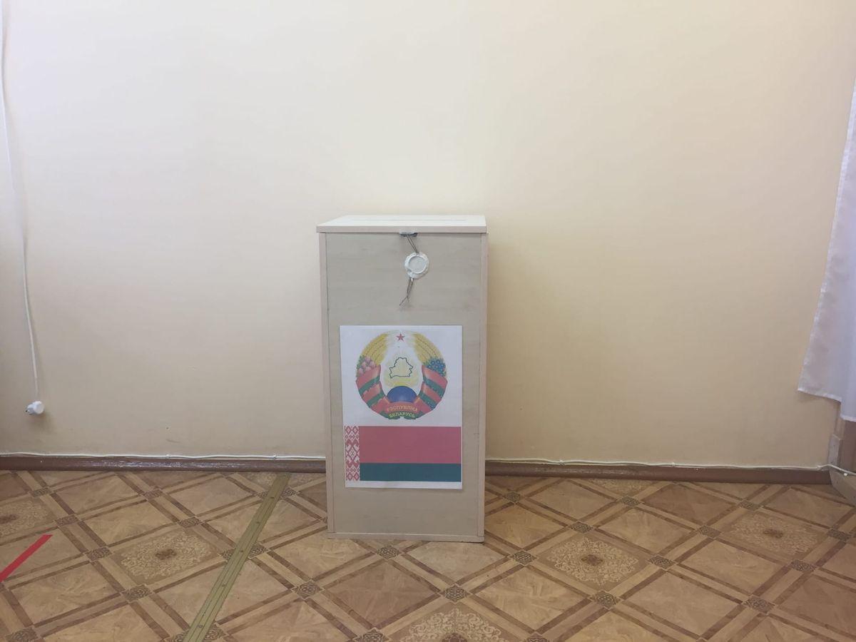 Урна для голосования на избирательном участке №31 в Барановичах. Фото: Диана КОСЯКИНА