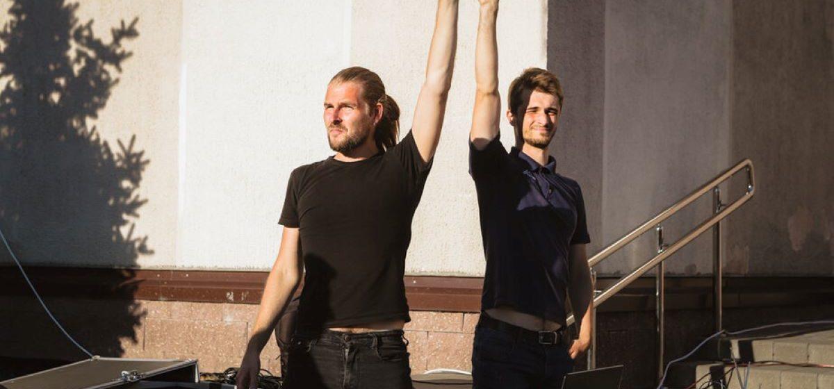 В Киевском сквере на провластном празднике диджеи включили песню Цоя «Перемен». Их задержали