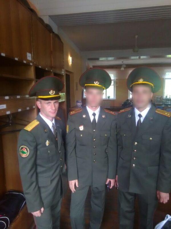 Валерий Леончик с сослуживцами. Фото: личный архив героя статьи