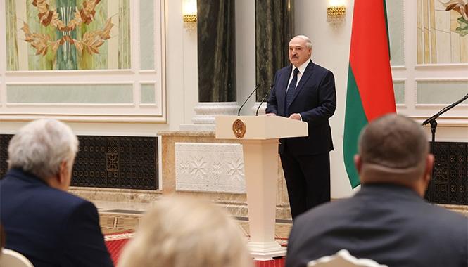 Лукашенко: «Я буду сдавать кровь, ты возьми эту плазму введи всем оппозиционерам по капле». Видео