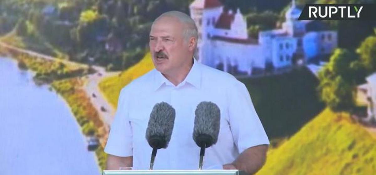 Как поступят с бастующими заводами и что с девочкой, из-за которой «вся страна рыдала». Самое важное из выступления Лукашенко в Гродно