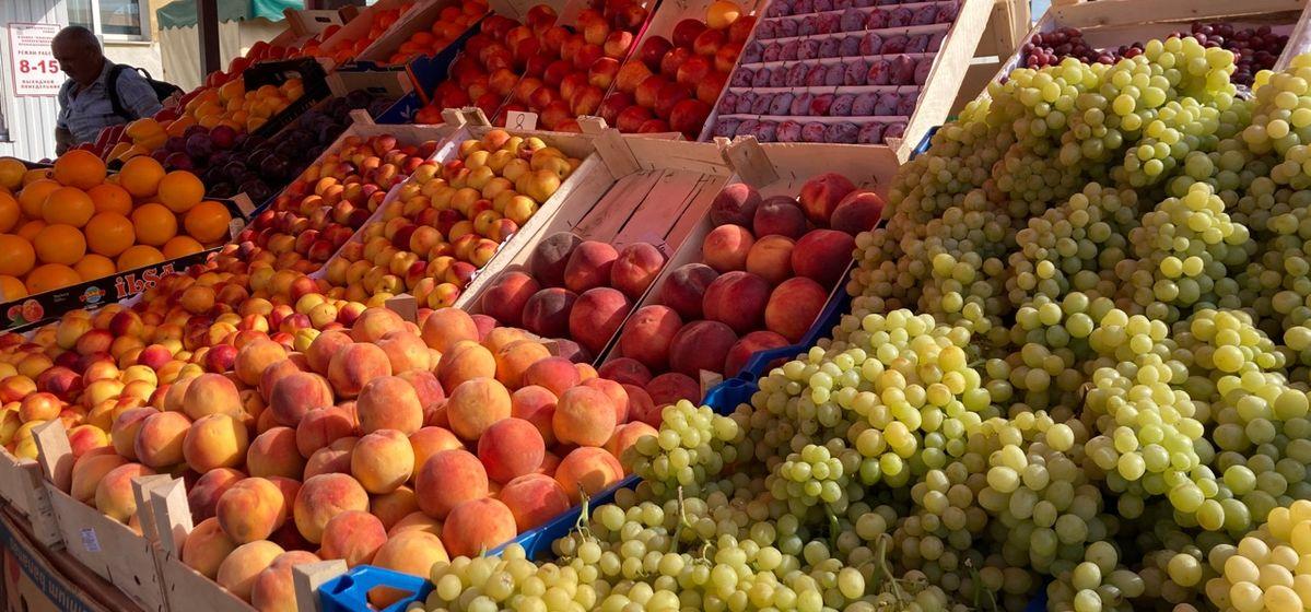 Что почем. На барановичском рынке подешевели огурцы и арбузы, сильно подорожали голубика и нектарин