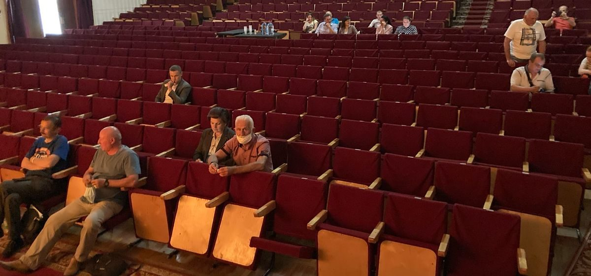 Как в Барановичах прошло собрание, на котором обсуждали предстоящие выборы, и как на него отреагировали представители власти
