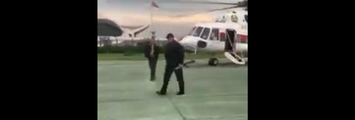 Лукашенко прилетел во Дворец Независимости с автоматом в руках. Видеофакт