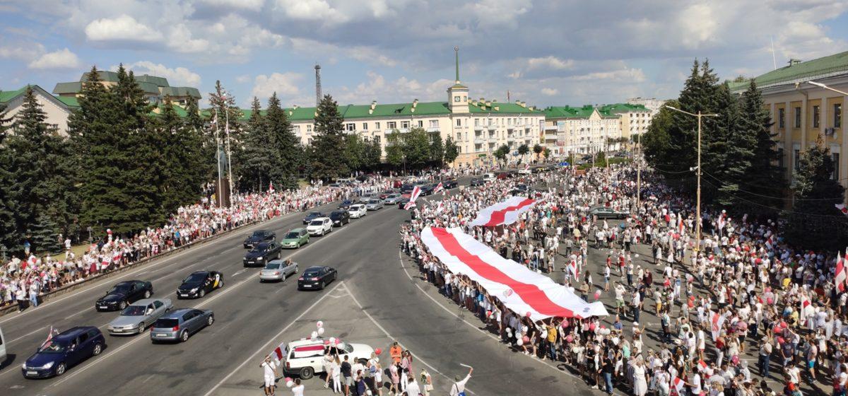 Сколько человек пришло на мирную акцию в Барановичах: считаем по фото с высоты