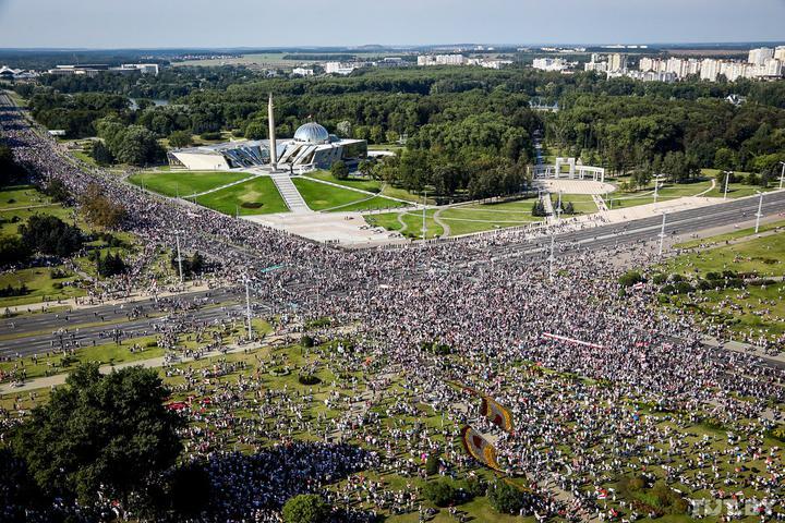 Перекрытые площади, задержания и колонны людей. Что происходит в стране 30 августа. Онлайн
