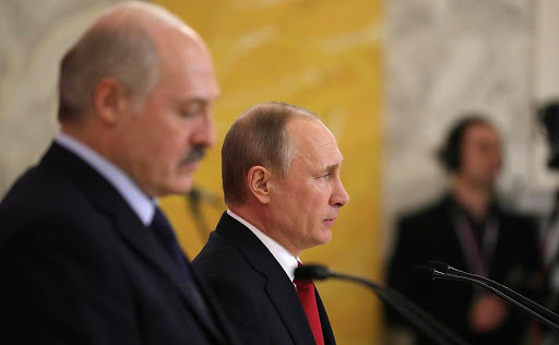 Публицист: Денег Батьке Путин давать не будет, и хоть на какое-то время Владимир Владимирович отдохнет от крепких братских объятий Лукашенко