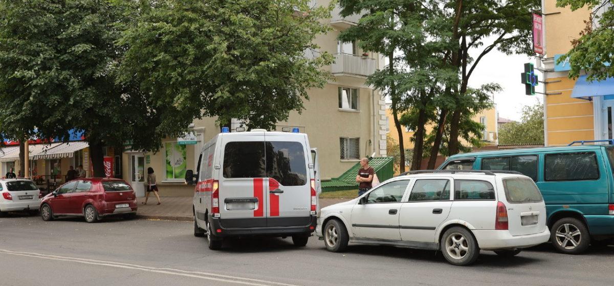 «Опель» и автомобиль «скорой помощи» столкнулись в Барановичах