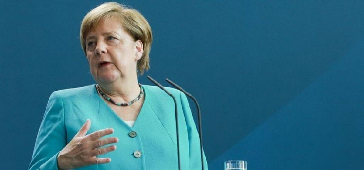 Меркель: Надеюсь, что Путин не задействует резерв силовиков в Беларуси