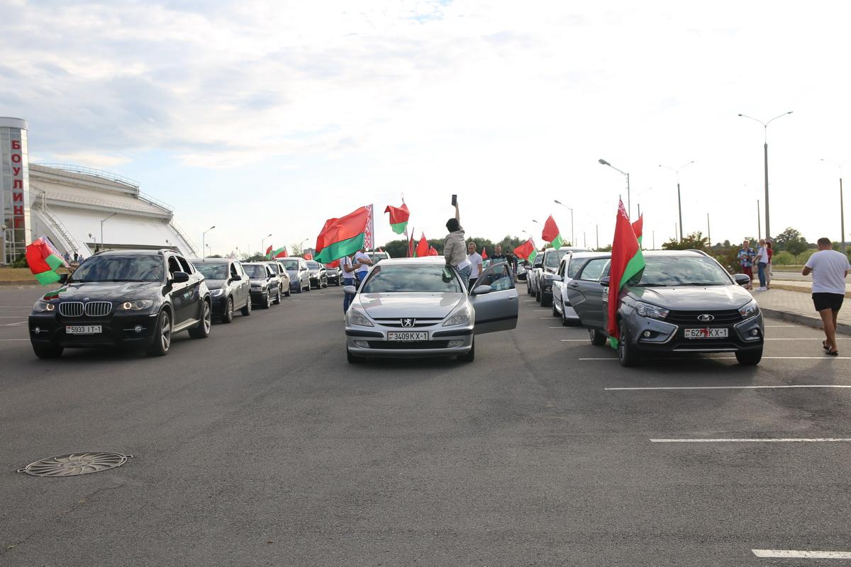 Автопробег в Барановичах. 24 августа. Фото: Татьяна МАЛЕЖ