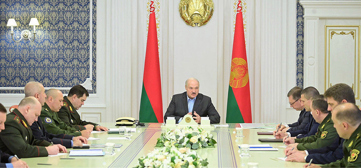 Лукашенко приказал отвести войска от западной границы. «Это недешево обходится»