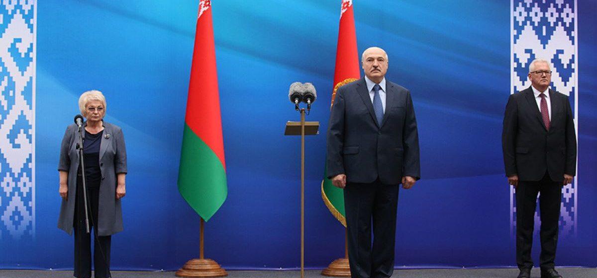 Лукашенко барановичским студентам: молодые люди должны знать закон, уметь анализировать, собирать факты, сравнивать и видеть то, что стоит за популистскими лозунгами