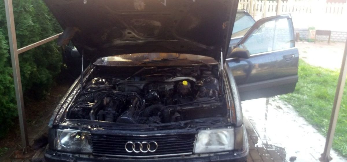 Audi-100 горела в Барановичах