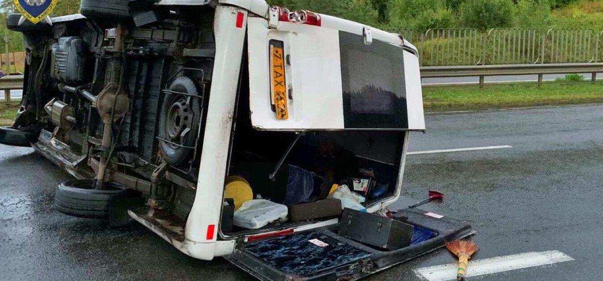 Опубликовано видео смертельной аварии с маршруткой под Логойском: легковушка попала в поток воды и врезалась в микроавтобус
