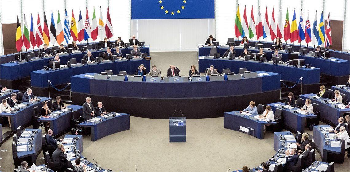 Европарламент отказался признать Лукашенко президентом и принял резолюцию по ситуации в Беларуси, призывающую ЕС ввести жесткие санкции
