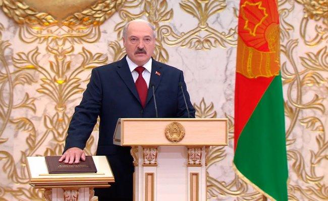 Пресс-секретарь Лукашенко не называет дату инаугурации, но в Минске у Дворца Независимости наблюдается скопление техники и военные. Видео