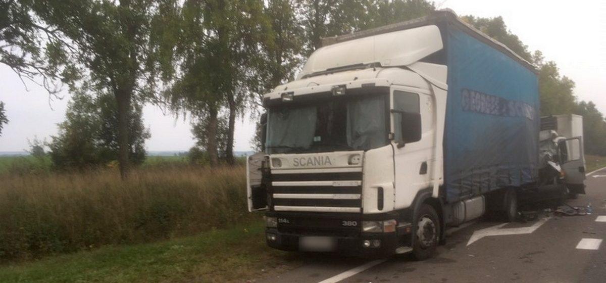 «Ивеко» въехала в фуру в Дзержинском районе. Сотрудники МЧС извлекли водителя из разбитой кабины