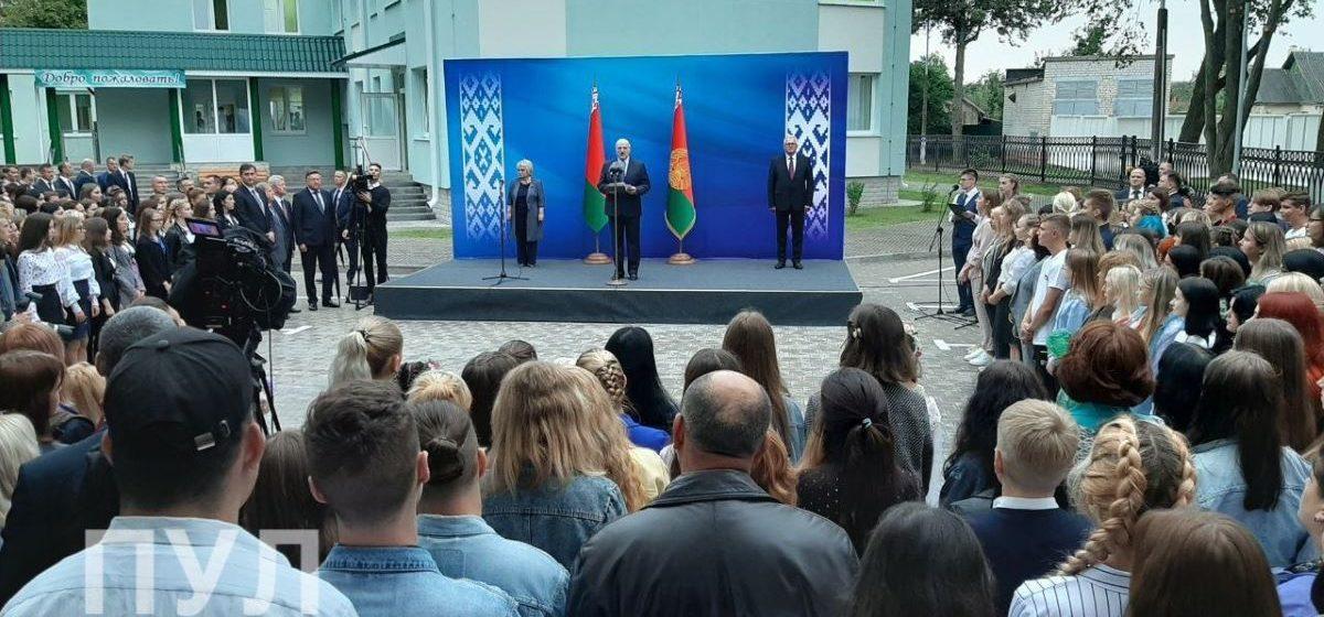 Лукашенко посетил Барановичский государственный профессионально-технический колледж сферы обслуживания