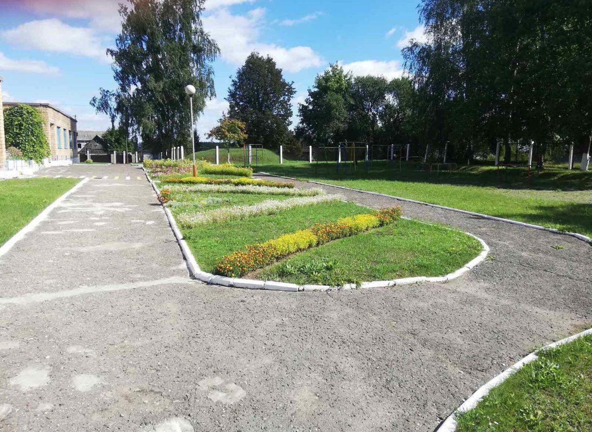 Благоустроенная территория детского сада в деревне Приозерная. Фото: читатель Intex-press