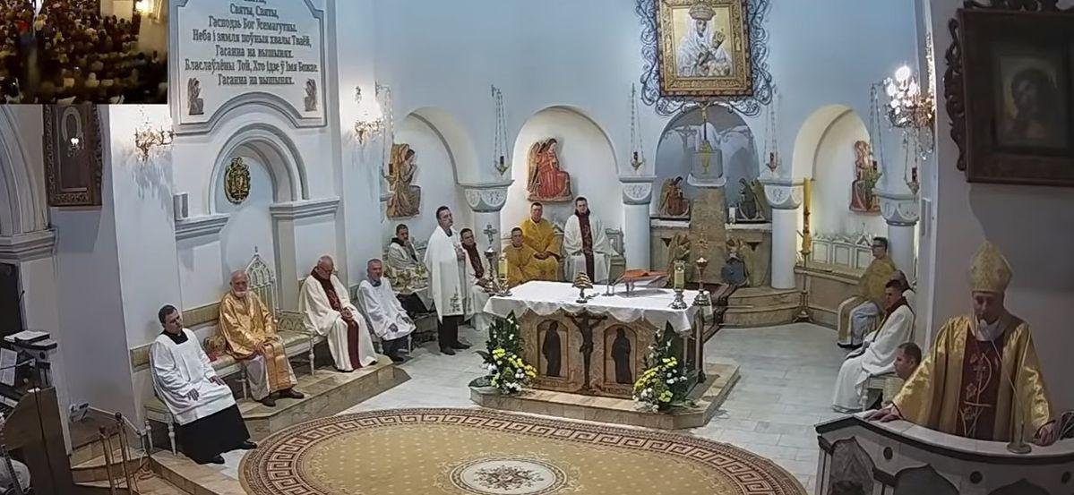 Верующие устроили овацию в храме. Послушайте, с какой проповедью выступил епископ Юрий Кособуцкий