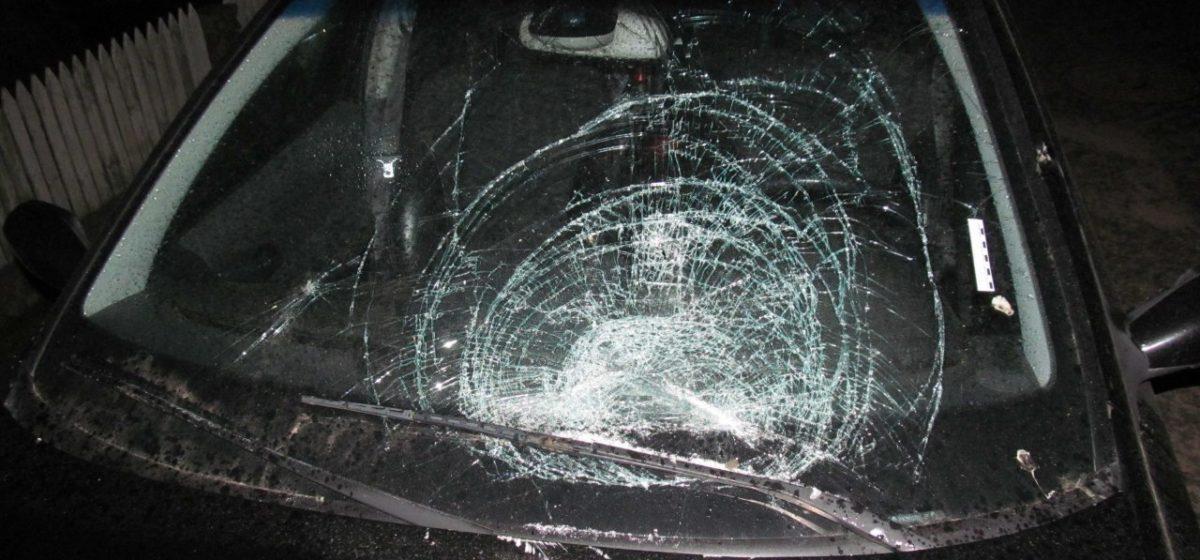 Минчанин в Глубоком повредил машину прокурора и разбил стекла в бывшей школе