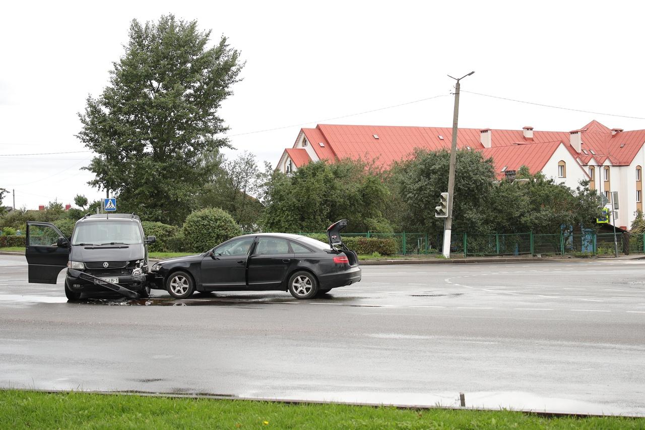 ДТП на перекрестке улицы Пролетарской и проспекта Советского. Фото: Александр КОРОБ