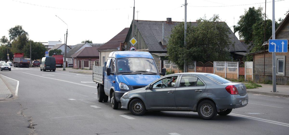 «Джили» и «Газель» столкнулись в Барановичах