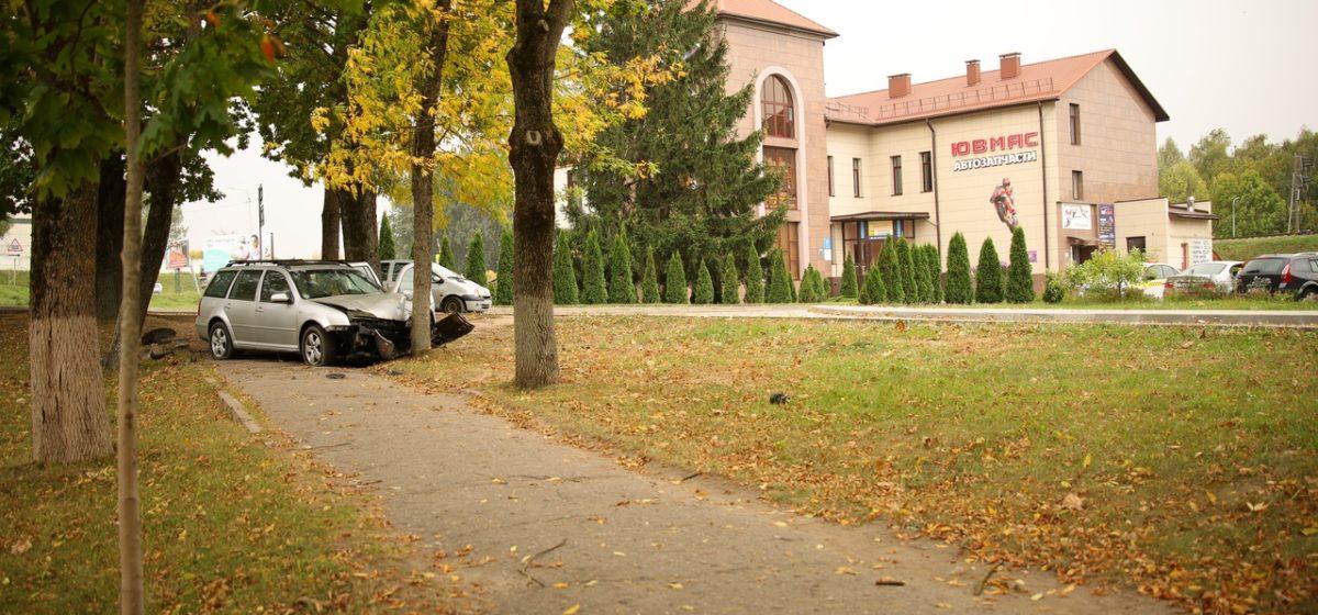 Автомобиль улетел в кювет в Барановичах. Водителю потребовалась помощь медиков