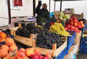 Что почем. На барановичском рынке подешевели сладкий перец и помидоры, появилась хурма