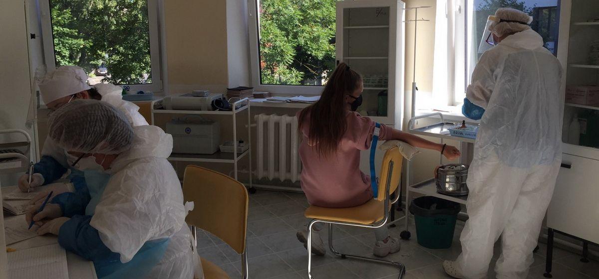 Сдача теста на коронавирус в отделении дневного пребывания на ул. Гагарина, 14. Фото: Диана КОСЯКИНА