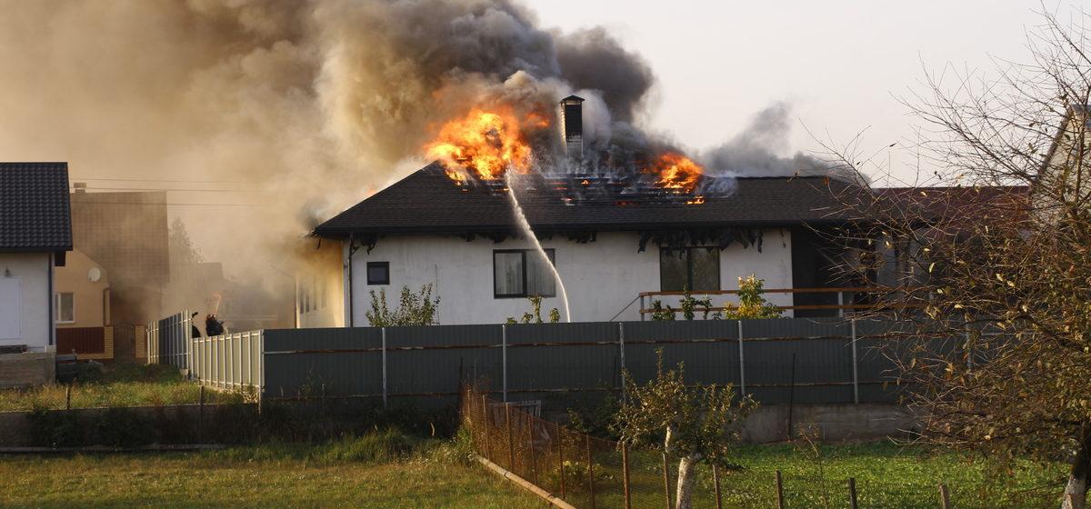 В Барановичах горел дом. Фото/видео
