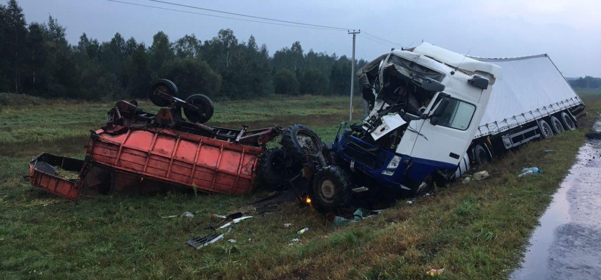 Фура снесла трактор в Лидском районе — есть пострадавшие