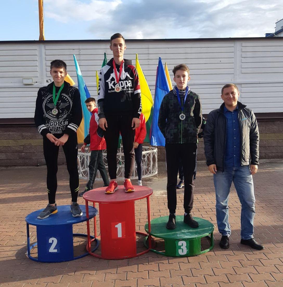 Призовой пьедестал на 110 м с/б: Максим Пивоварчик - 1-е место, Данила Логвиненко - 2-е место, Антон Грицевич - 3-е место.