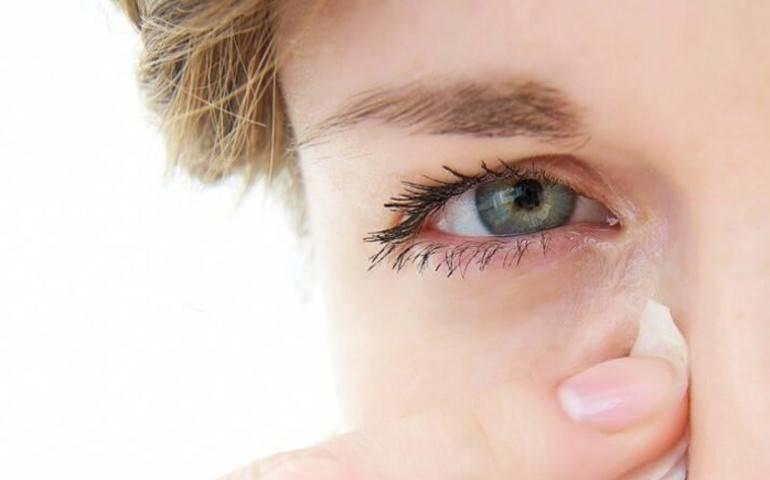 Почему слезятся глаза у взрослого человека и что делать для облегчения состояния