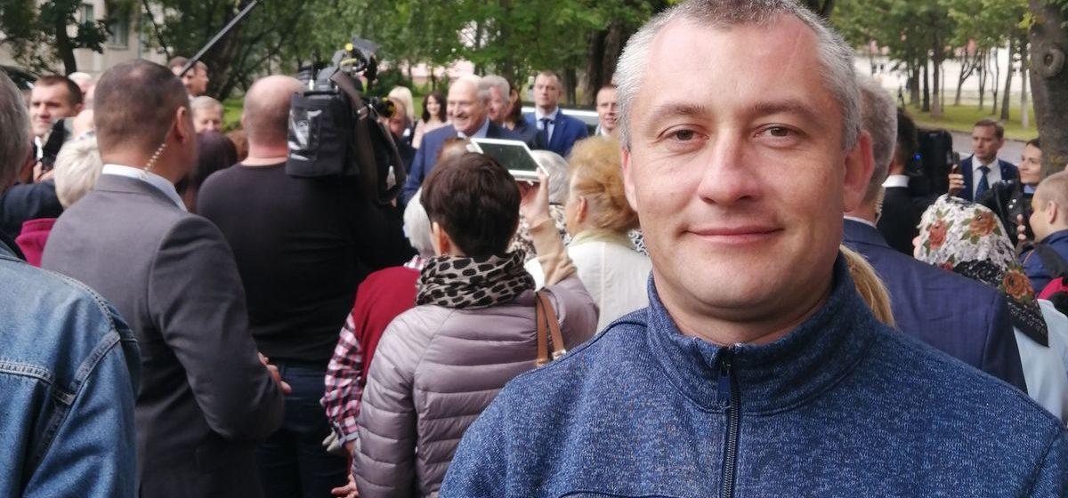 «Нас окружили, потому что из толпы бабушек мы выделялись». Как рядом с Лукашенко в Барановичах оказались его противники