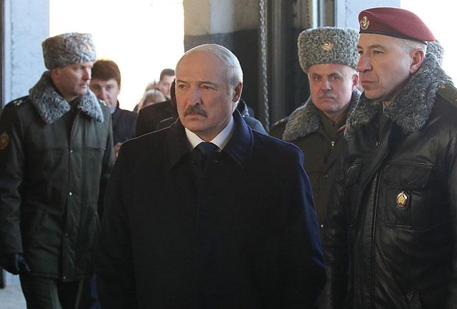 Канада и Великобритания ввели санкции против Александра и Виктора Лукашенко и силовиков