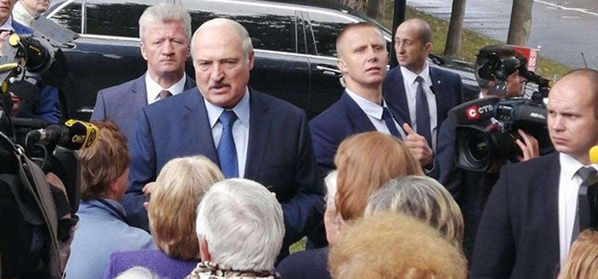 «Чего они выходят и чего хотят? А ничего». ТОП высказываний Лукашенко при посещении Барановичей без цензуры