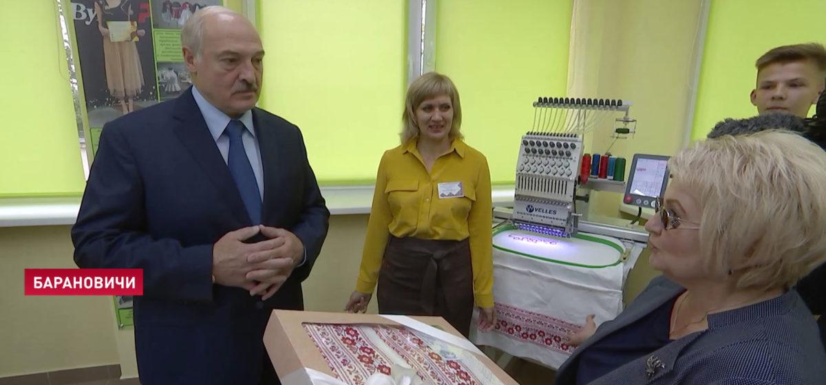 Главное за 2 сентября: 15-летняя девушка разбилась под Ляховичами, топ самых высокооплачиваемых вакансий, и что подарили Лукашенко в Барановичах