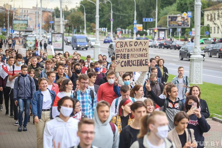 В Минске на марше студентов столичных вузов начались жесткие задержания. Онлайн