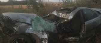 Девушка-подросток погибла под Ляховичами. Она села за руль автомобиля и врезалась в дерево