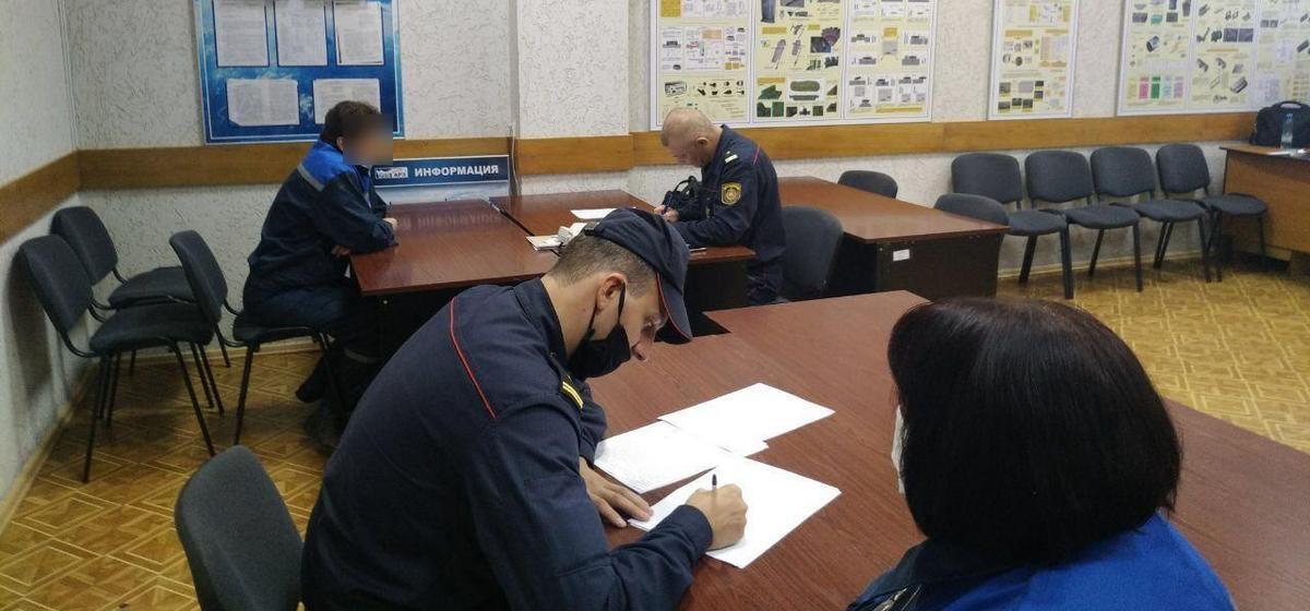 Милиция пришла на барановичский авиазавод опрашивать работников, подписавших письмо местным властям. Фото, видео