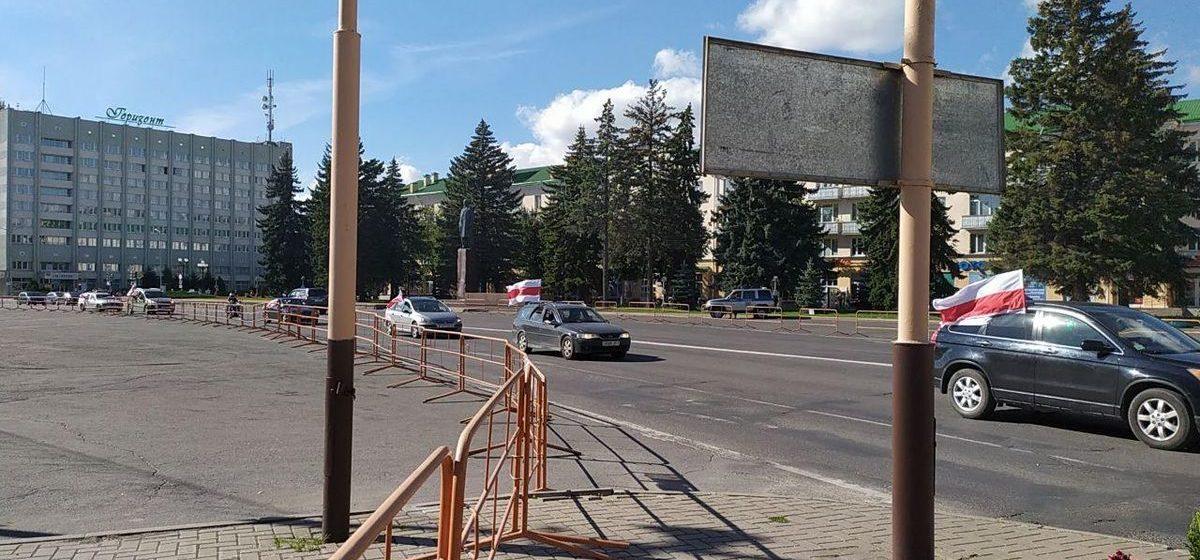 «Милиционеры сказали, что только проведут беседу». За автопробег по городу жителей Барановичей вызывают в суд