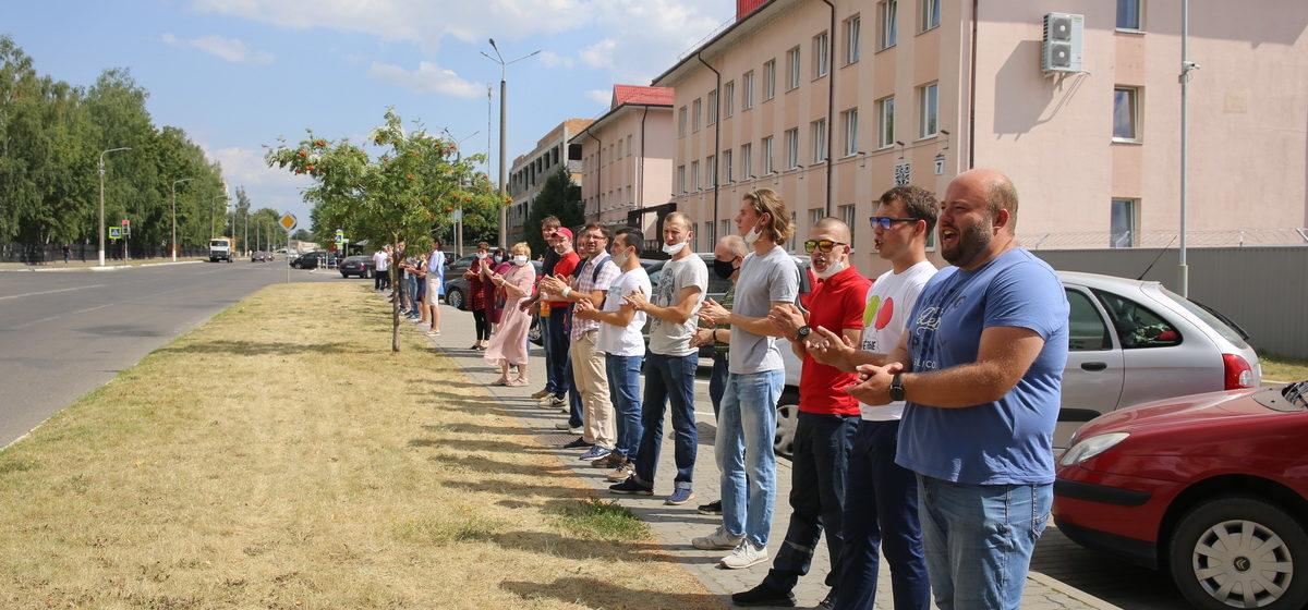Осудили еще двоих работников барановичского авиазавода за акцию против фальсификации выборов