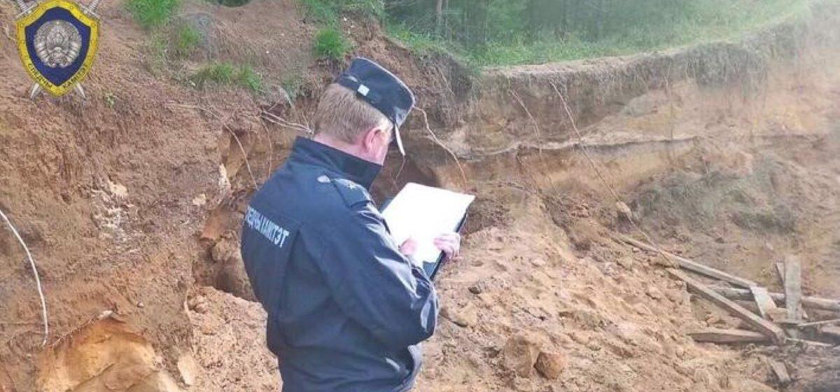 Двое детей оказались под завалом песка в Борисовском районе – одного успели спасти, второй погиб